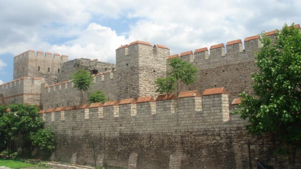 Restored section of the Theodosian Walls at the Selymbria Gate. The Outer Wall and the wall of the moat are visible, with a tower of the Inner Wall in the background. Photo © Bigdaddy1204/Wikimedia