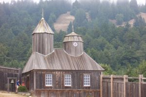 The Reconstructed Russian Chapel at Fort Ross © 2014 Introvert / Wikimedia Commons.