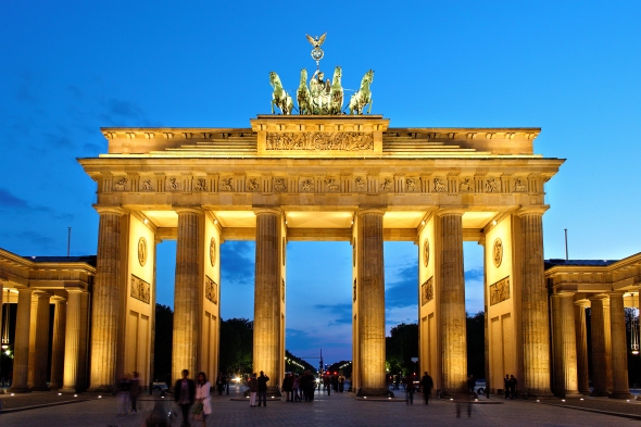 """""""Brandenburger Tor abends"""" by Thomas Wolf, www.foto-tw.de - Own work. Licensed under CC BY-SA 3.0 via Wikimedia Commons - https://commons.wikimedia.org/wiki/File:Brandenburger_Tor_abends.jpg#/media/File:Brandenburger_Tor_abends.jpg"""